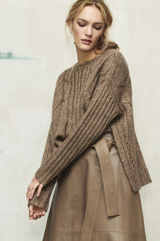 sweter damski długi tył rozciety po bokach butik luisa bydgoszcz