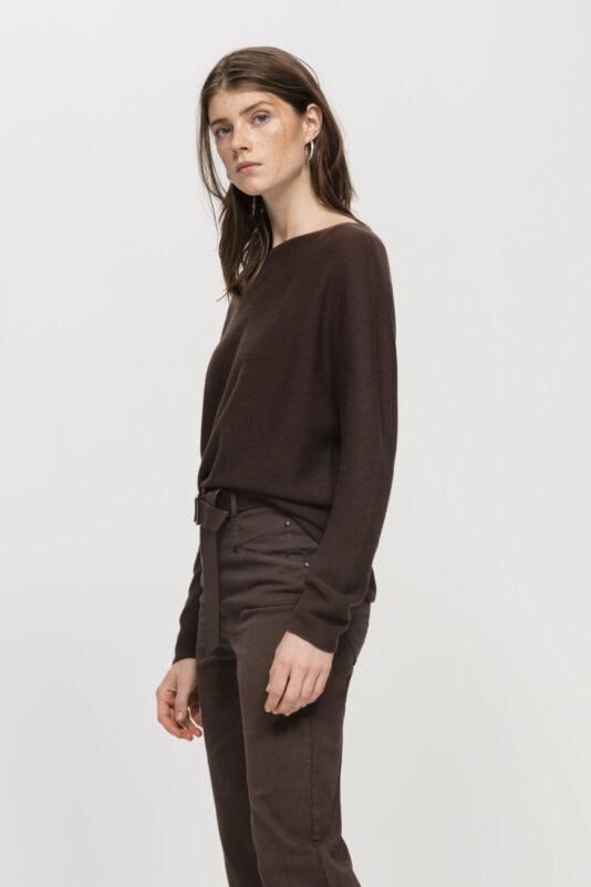 sweter drobna dzianina wełniany czekoladowy kolor gładki butik luisa bydgoszcz