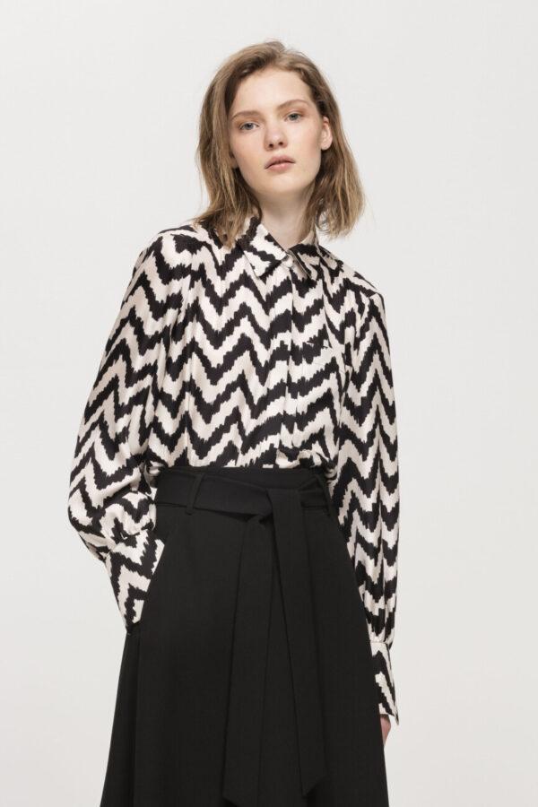 bluzka satynowa jedwabna wzór jodełki butik luisa bydgoszcz damska kolor czarny i ivory