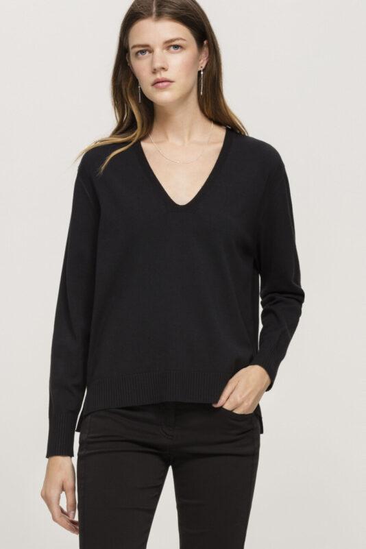 sweter elegancki czarny luisa cerano z dekoltem butik bydgoszcz