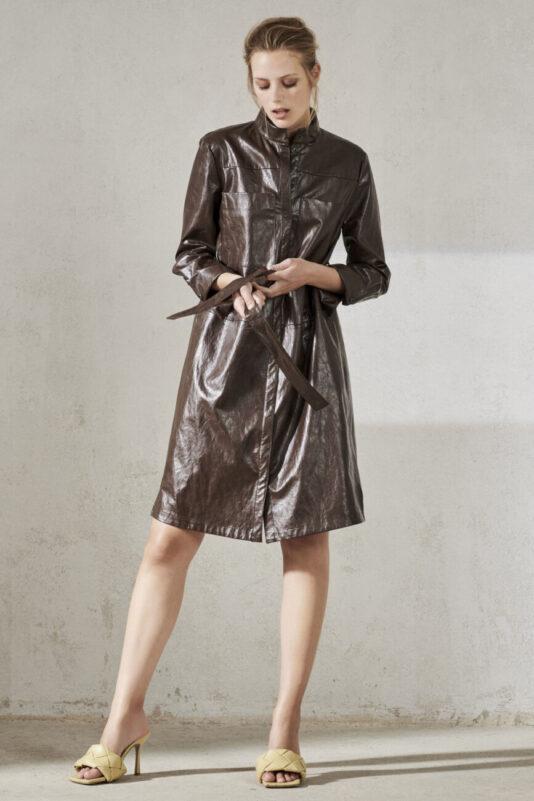 sukienka płaszczyk luisa cerano ecoskóra lekki połysk brązowa kawowa butik luisa bydgoszcz ekstrawagancka